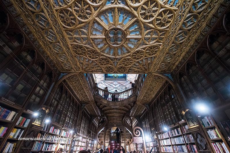 Visita obligada en Oporto librería Lello