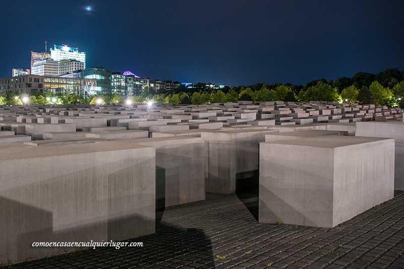 memorial eisenman de noche