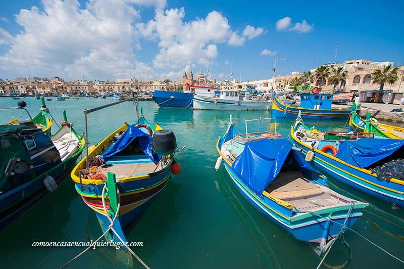 Barcas para llegar a la Grotta Blue, Malta